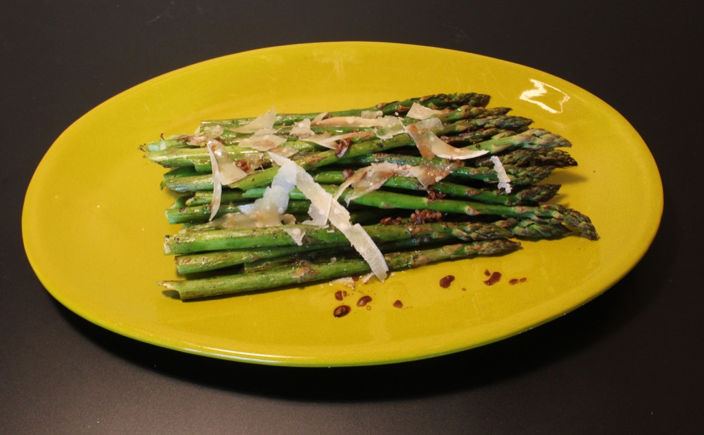 Asperges vertes grillées – Green asparagus on the BBQ