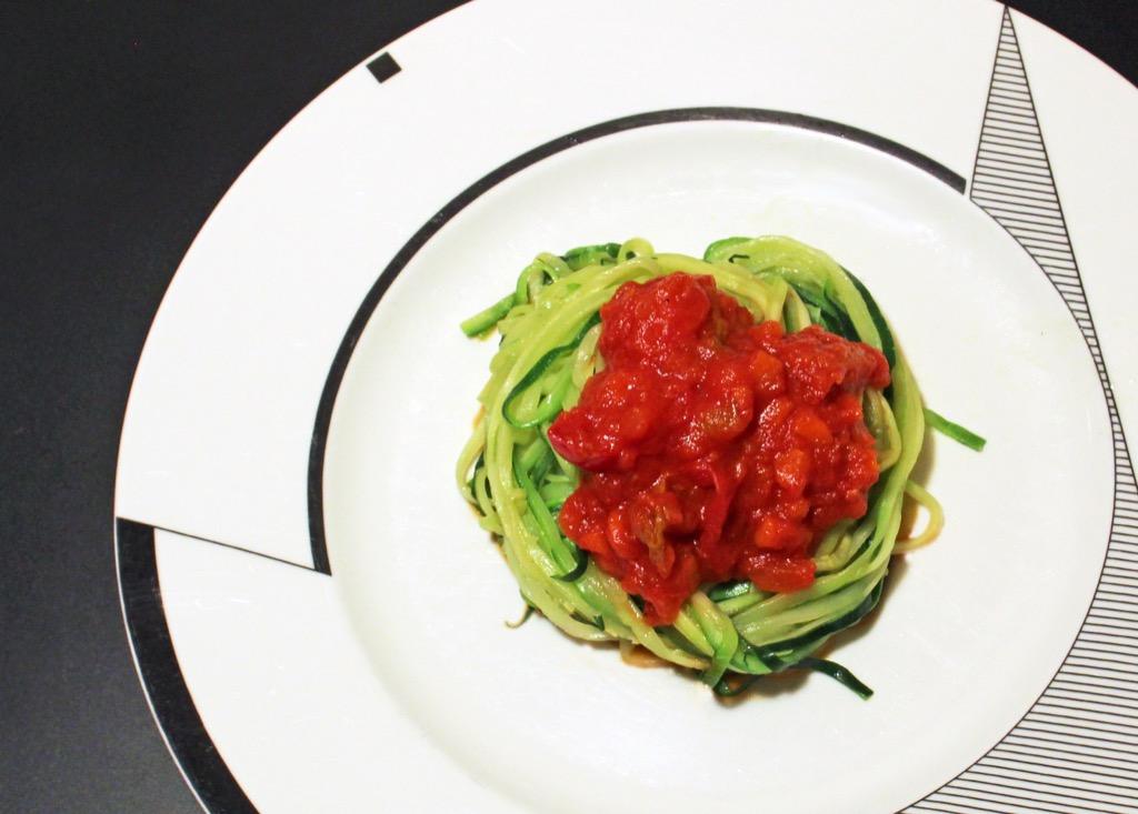 Spaghettis de courgettes sauce tomate – Zucchini spaghettis with tomato sauce
