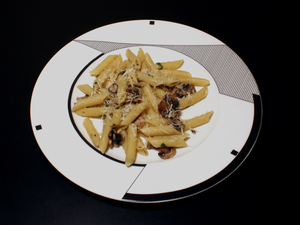 Penne aux champignons et huile de truffe – Penne pasta with mushrooms and truffle oil