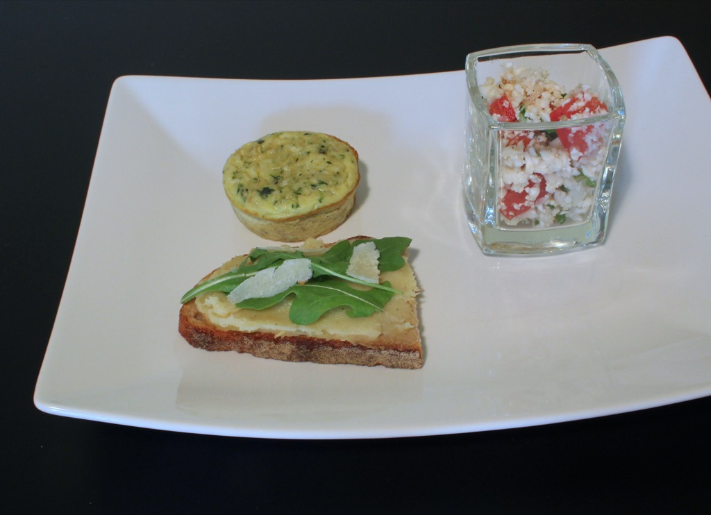 Palets d'omelette aux courgettes, oignon et menthe – Tiny omelettes with zucchini, onions and mint