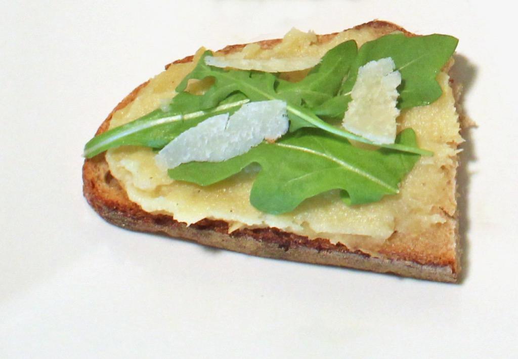 Tartines aillées à la purée de panais – Garlic toasts with mashed parsnips