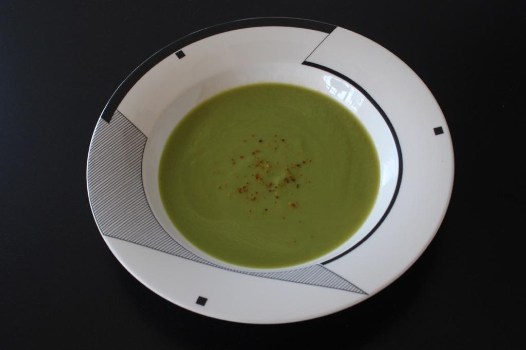 """Moulinée """"Faut pas gâcher"""" aux cosses de petits pois – English pea pods soup"""